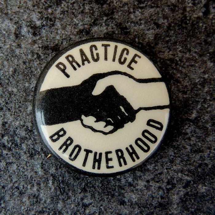 Practice Brotherhood SNCC Civil Rights Handshake Black Power Cause Pinbck Button
