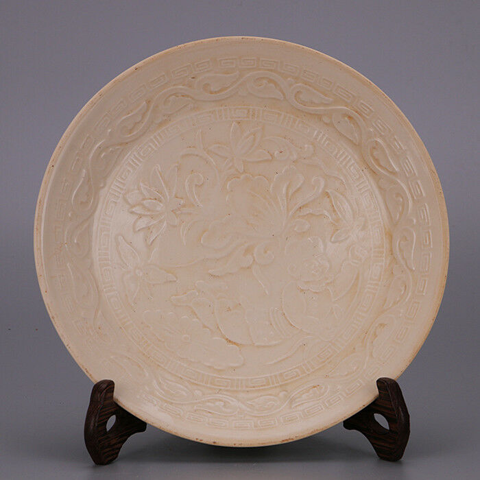 Chinese Old Hutian Kiln White Crackle Glaze Carved Lotus Petal Porcelain Bowl