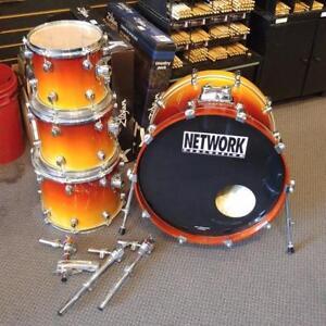 Network drum set/batterie 10-12-14-22 en bouleau avec toms holders - used/usagée