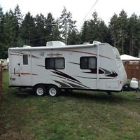 MINT CONDITION - barely used 2011 Crossover 21ft travel trailer