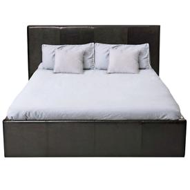 Kingsize ottoman bed