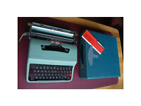 Vintage Olivetti Lettera 32 Typewriter / Collectables / Office Word Processors
