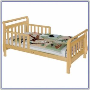 Davinci Sleigh Toddler Bed in Oak