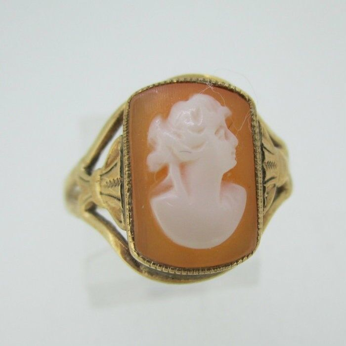 Vintage 10k Yellow Gold Conch Shell Cameo Ring Size 7 3/4