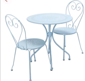 Garden Outdoor patio metal Table with 2 Chairs only £90. Real Bargains