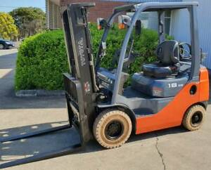 FORKLIFT TOYOTA 8 SERIES 2012 4,500mm CONTAINER MAST