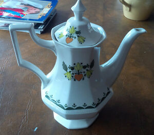 Greenfield, England, Johnson Bros Tea/Coffee Pot Kitchener / Waterloo Kitchener Area image 1