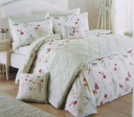 NEW! Beautiful Spring Themed Double Duvet Cover Set