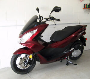 2015 Honda Scooter PCX 150 - Showroom Condition - Only 450 km!!!