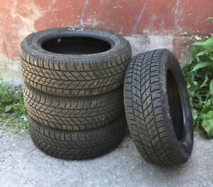 Pneus d'hiver GoodYear UltraGrip 235/55R17 99T / Winter tires