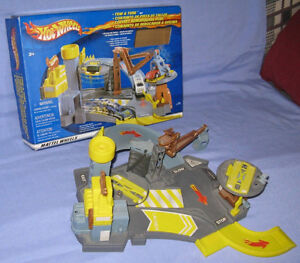 Hot Wheels Tow and Tune Playset