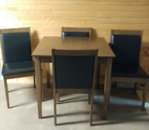 Table and 4 chairs ideal for small spaces