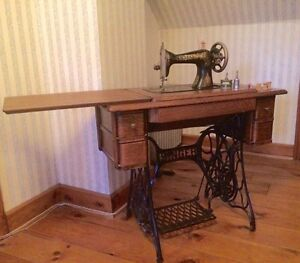ANTIQUE SINGER SEWING MACHINE WITH WROUGHT IRON BASE!!!!