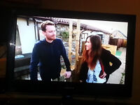 """TV 32"""" LCD Built in Freeview 3x HDMI 1x USB With Remote"""