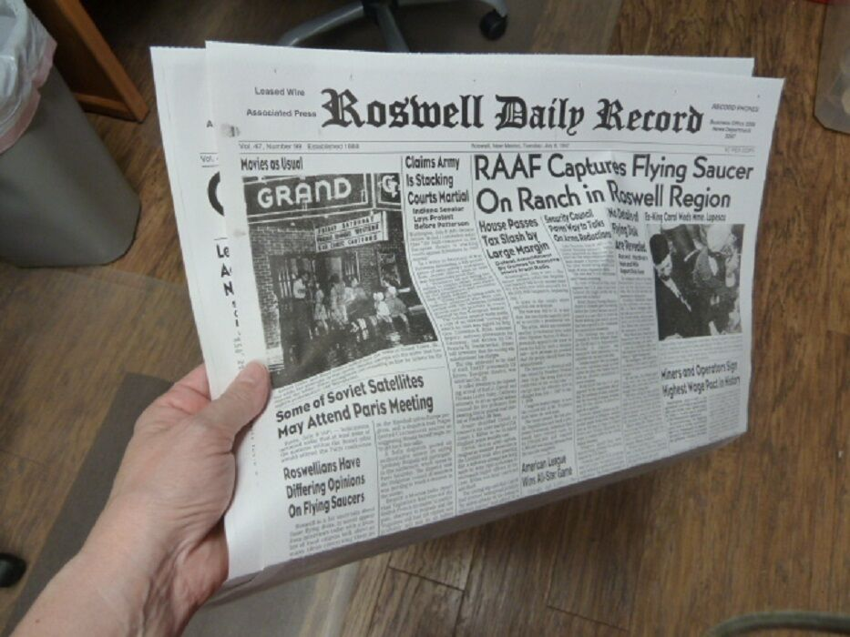 (A-54) July 8 & 9 1947 ROSWELL Crash Newspaper Front Pages UFO Alien space ship