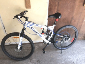 CCM Apex 6061 Full Suspension Mountain Bike + Disc Brakes