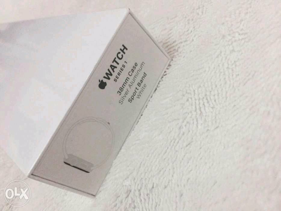 BRAND NEW SEALED APPLE SERIES ONE WATCH IN WHITE 38MM