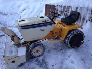 1986 International Cub Cadet 1810 with Blower, Deck and Blade