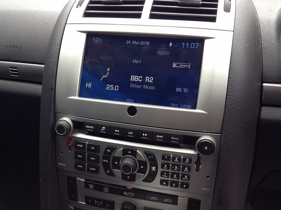 100 work complete radio with lcd remove from peugeot 407 gps in coventry. Black Bedroom Furniture Sets. Home Design Ideas