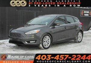 2018 Ford Focus Titanium/ Heated leather seats / Back up Cam/  F