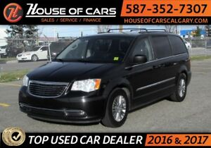 2013 Chrysler Town & Country Touring / Back up Camera / Leather
