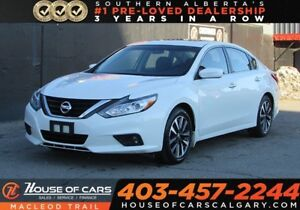 2017 Nissan Altima 2.5 SV/ Sunroof / Back Up Cam / Bluetooth/ FW
