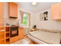 BILLS INCLUDED-Studio apartment with open plan kitchen and en-suite shower/wc
