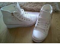 Ladies/teens wedge heeled trainers £5 (40/7.5)