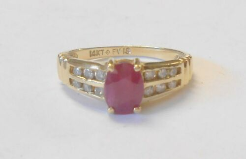 Beautiful Estate Red Ruby & 12 Diamond 14K Yellow Gold Ring Size 7