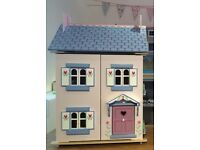 Brand New Children's Le Toy Van Dolls House with Furniture & Family