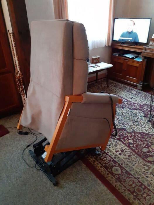 Fauteuil gris électrique plusieurs positions (valeur neuf 600 €)