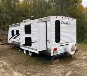 2006 Forest River Cherokee 25DD+ Immaculate Priced For Fast Sale
