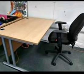 Senator office desks 1400 x 800