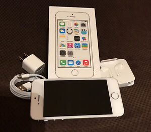 32G Silver Iphone with Telus - Includes new earbuds & charger.
