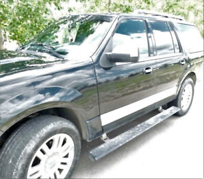 Lincoln Navigator 2011- excellent condition no accidents