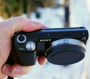 Sony Nex 5N, works perfectly, loaded with all accessories