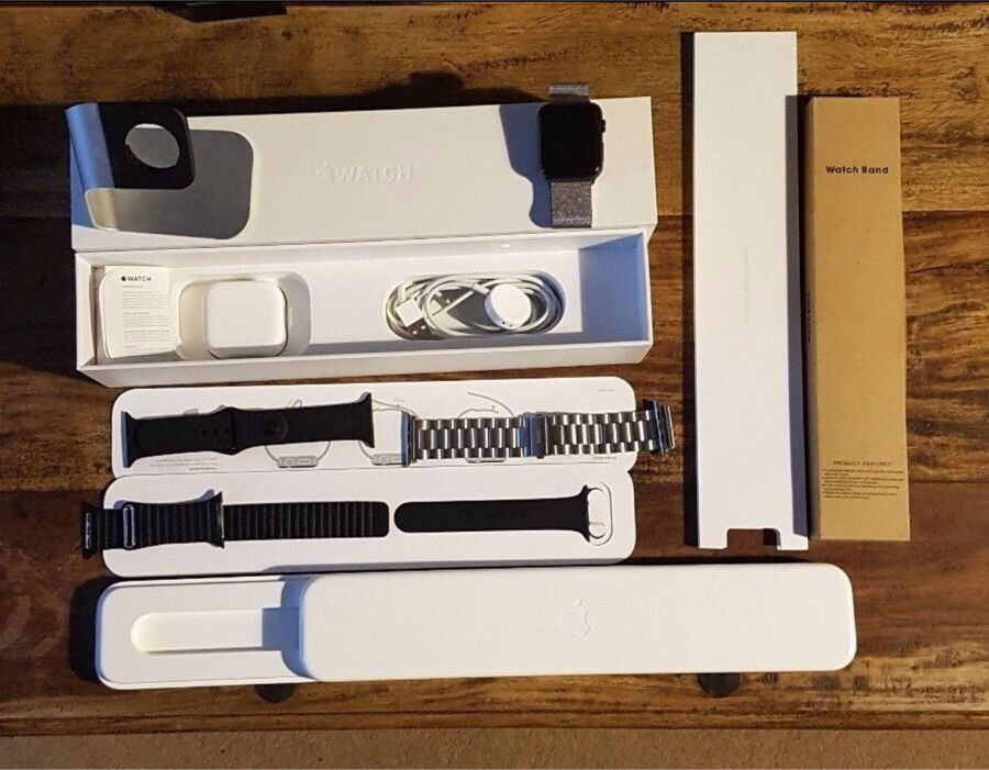 Apple watch series 1 space gray 42mmwith official milanese loopin Redbridge, LondonGumtree - Apple watch 42mm mint condition absolutely no scratches on the screen or on the body. Comes with an official Apple milanese loop along with two other straps and of course, the normal sports band that comes with it. Also comes with a stand and all...