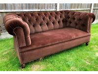 ANTIQUE MAHOGANY FRAMED BROWN UPHOLSTERED BUTTON BACK CHESTERFIELD SOFA CLUB SETTEE CHAIR SEAT
