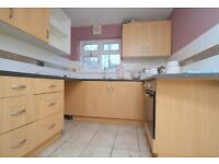 3 Bedroom Victorian House - Rear Garden - 1 Stop to Stratford - Spacious Rooms - 07825214488