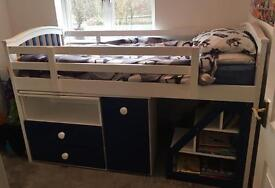Cabin bed in white