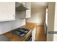 1 bedroom flat in Great West Road, Brentford, TW8 (1 bed) (#1160394)