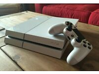 Playstation 4 White (Unboxed) with Fifa 17 and all accessories