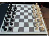 CHESS SET BLACK AND CREAM PIECES