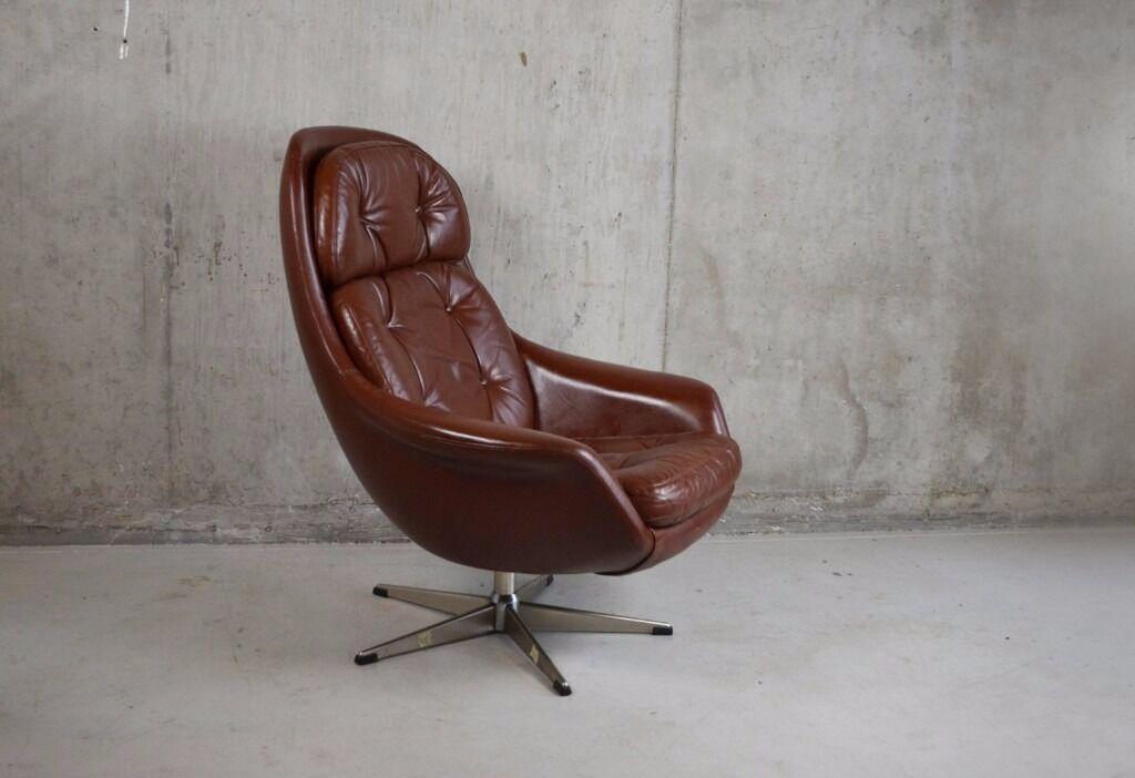 Incroyable Danish 1970u0027s Mid Century Brown Leather 3 Cushion Bucket Swivel Chair