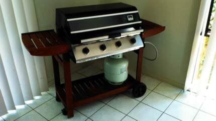 Family 4 Burner BBQ in great condition