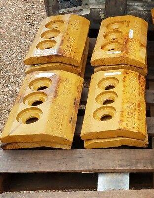 7 John Deereblack Cat 944k Wheel Loader Cutting Edges Part T1957180