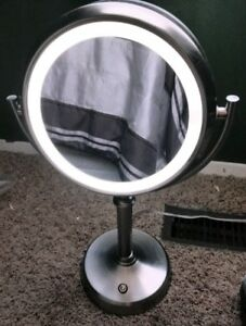 Natural daylight LED vanity mirror
