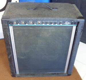 AUBAINE amplificateur usagé PEAVEY KB100 fonctionne A-1...mais l'esthétique est pas jolie !