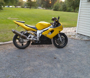 2001 yamaha R6 for sale(1500obo) or trade for car only .