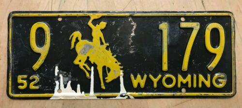 "1952 WYOMING AUTO BUCKING BRONCO LICENSE PLATE "" 9 179  "" ALL ORIGINAL CONDITION"